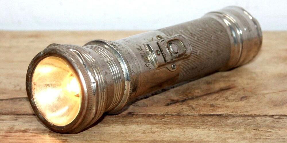 تاریخچه و مخترع چراغ قوه